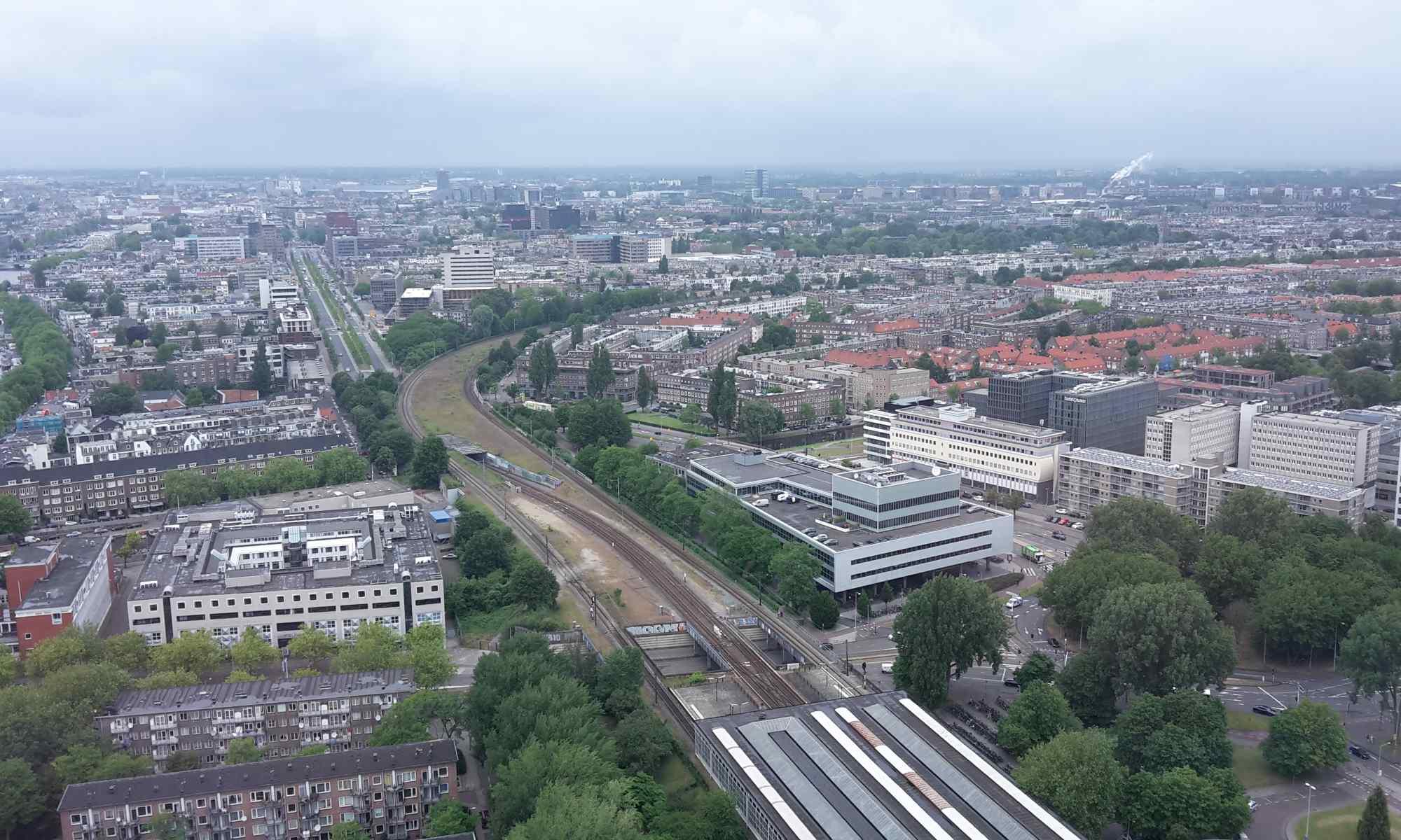 Zicht vanaf Rembrandttoren naar Renault gebouw